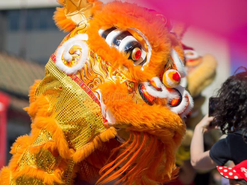 Ballo di leone e del drago del Goldern famoso Dragon Parade a Los fotografia stock libera da diritti