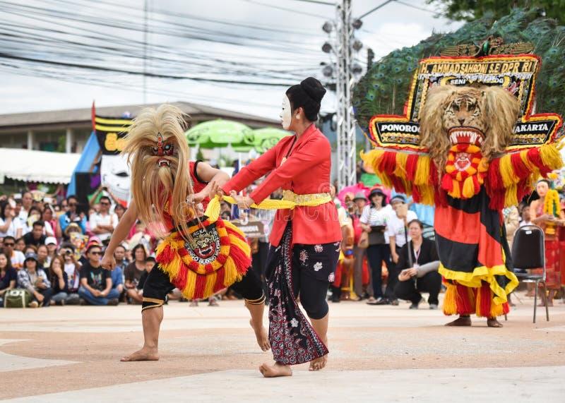 Ballo di manifestazione dell'Indonesia della maschera immagine stock libera da diritti