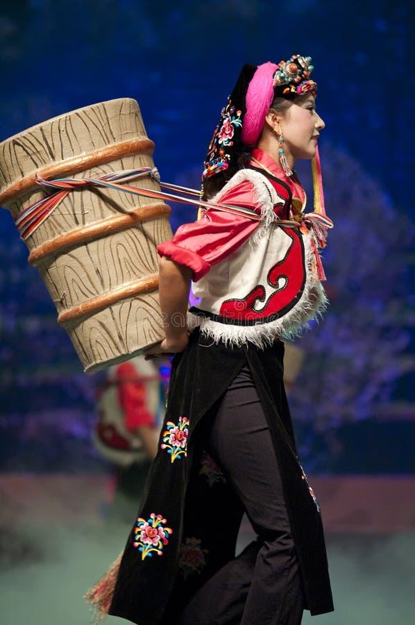 Ballo etnico tibetano cinese di Danba immagini stock