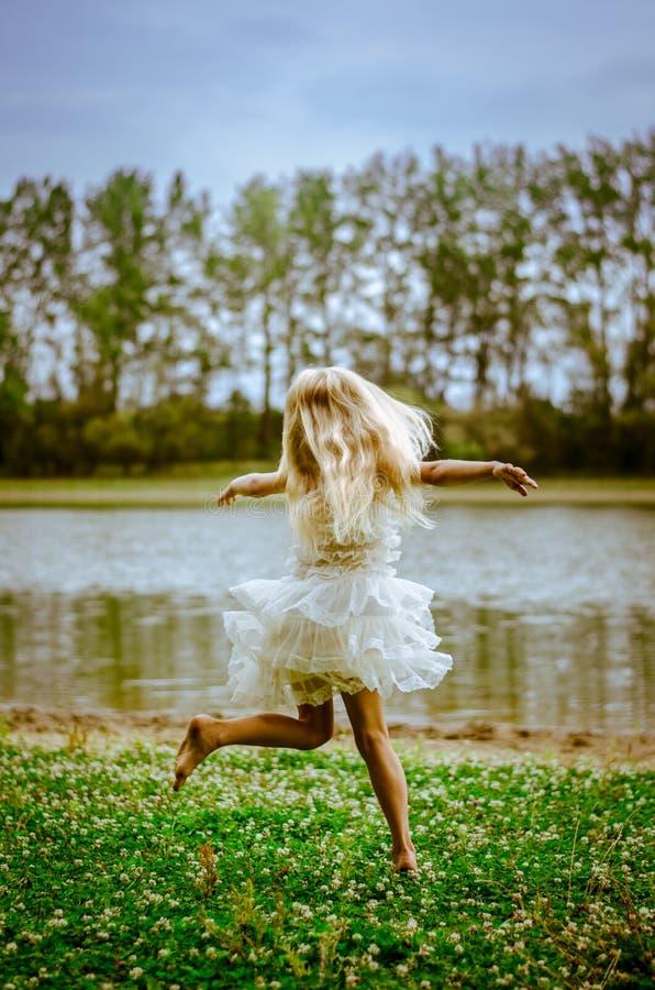 ballo selvaggio dal fiume immagini stock libere da diritti