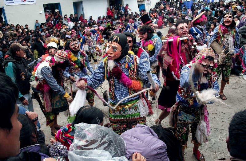 Ballo tipico del festival religioso di Paucartambo di Virgen del Carmen fotografie stock libere da diritti
