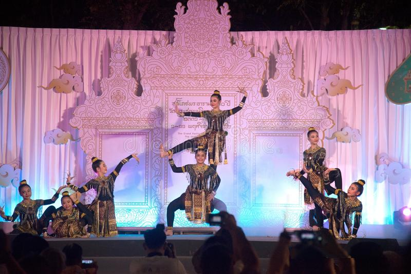Ballo tradizionale tailandese nel grande festival che commemora il 230th anniversario di Wat Pho fotografia stock libera da diritti