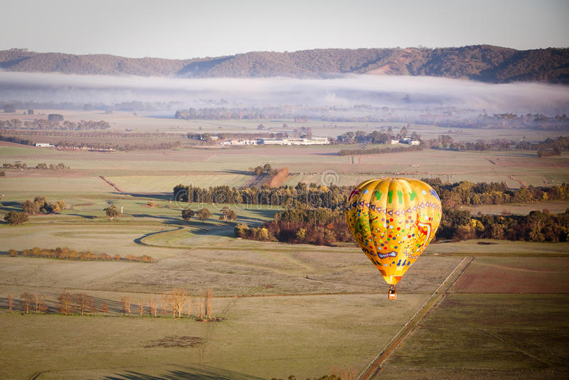 Ballon à air chaud au lever de soleil photos stock