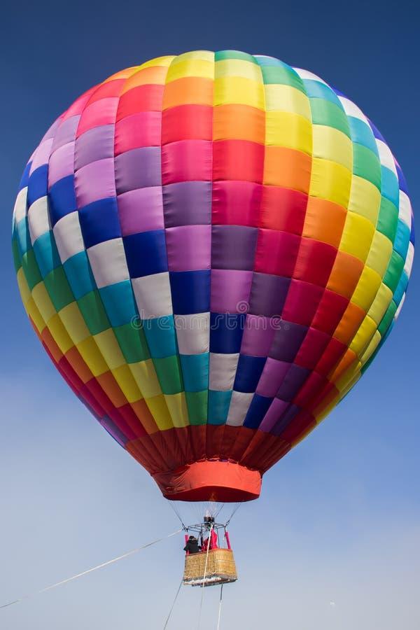 Ballon à air chaud, ciel bleu photo stock