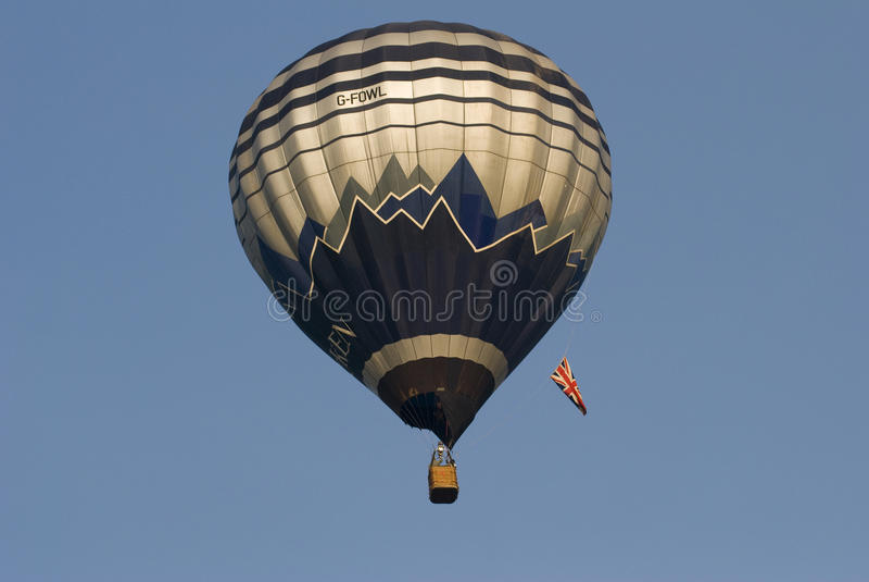 Ballon à air chaud en ciel photo stock