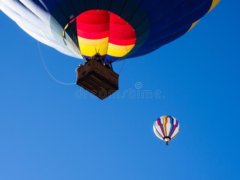 Ballon à air chaud prenant des visiteurs pour un tour pendant le festival de ballon de Winthrop photos libres de droits