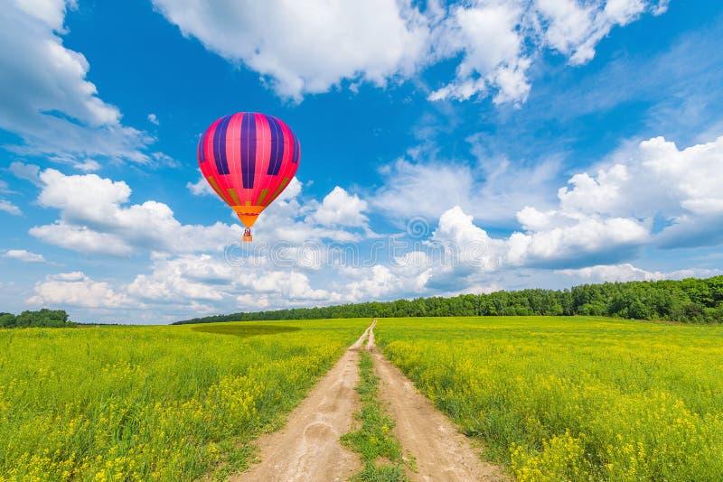 Ballon à air d'un rouge ardent image stock