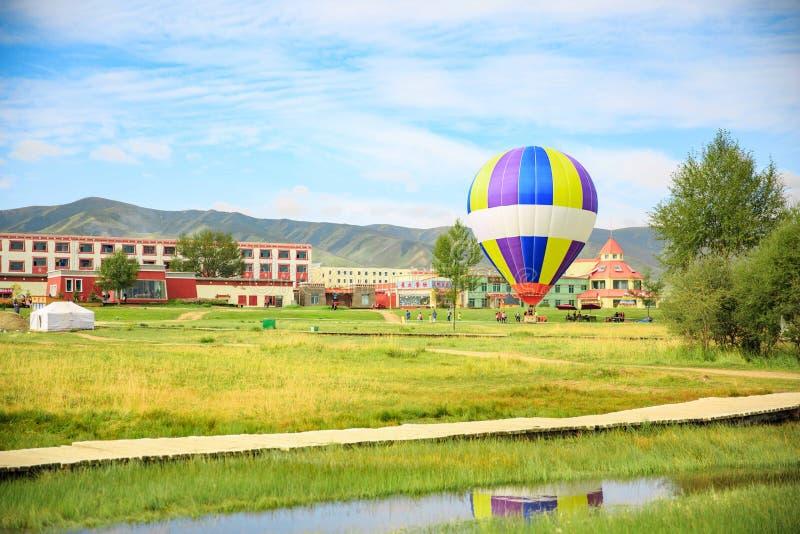 Ballon d'air chaud dans la province de Qinghai, Chine image stock