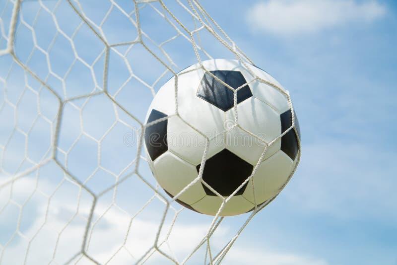 Download Ballon De Football Dans Le But Après Shooted Image stock - Image du rayure, divertissement: 45363563