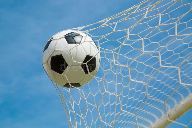 Download Ballon De Football Dans Le But Après Shooted Image stock - Image du divertissement, noir: 45363565