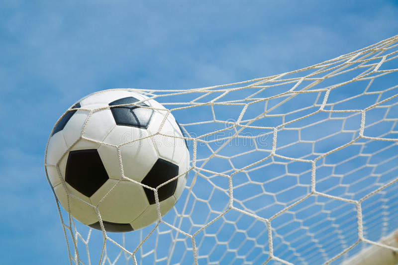 Download Ballon De Football Dans Le But Après Shooted Image stock - Image du exercer, vert: 45363945