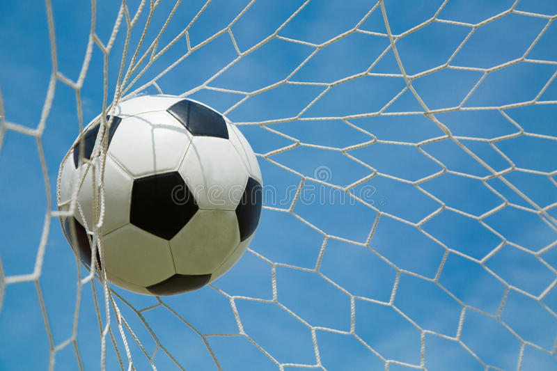 Download Ballon De Football Dans Le But Après Shooted Photo stock - Image du sportif, exercer: 45363990