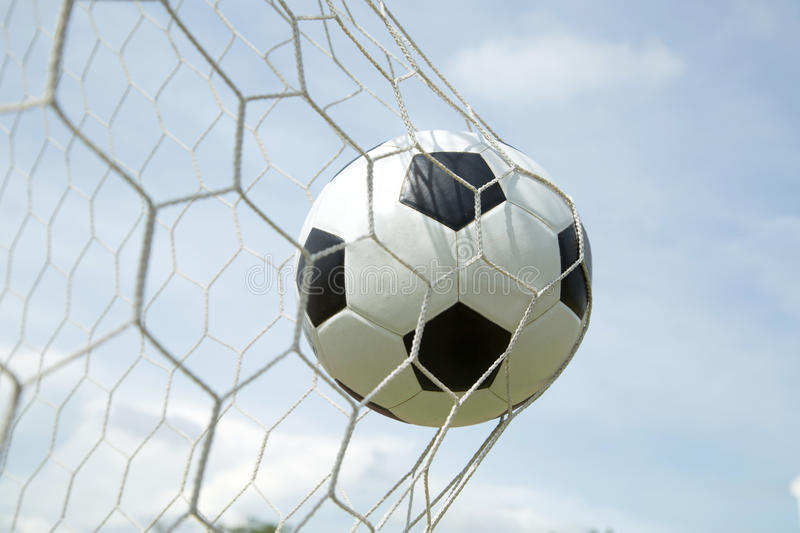 Download Ballon De Football Dans Le But Après Shooted Photo stock - Image du soccer, simple: 45364240