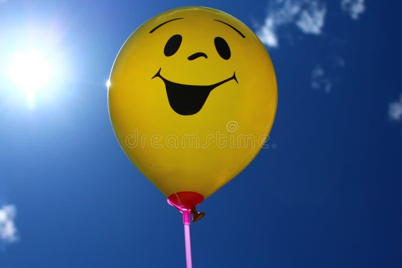 Ballon drôle devant le ciel photo stock