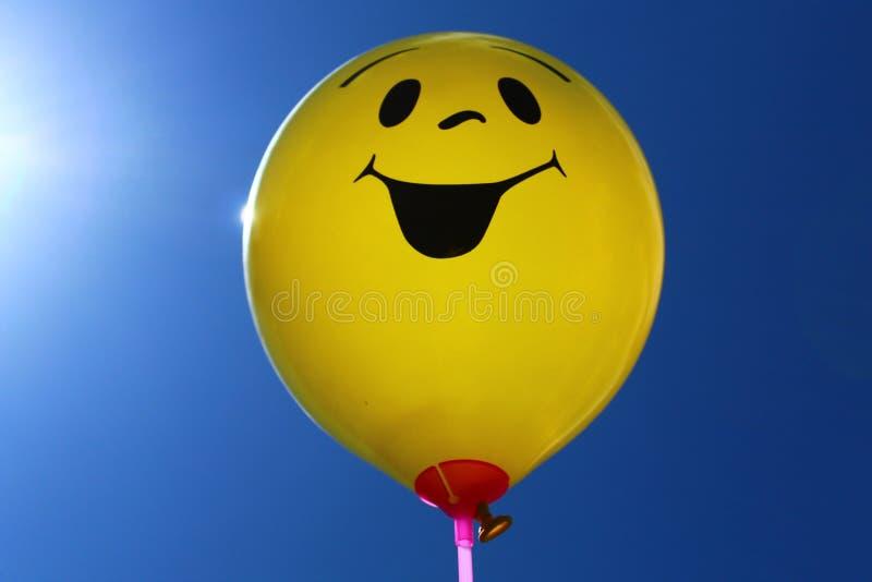 Ballon drôle devant le ciel photographie stock