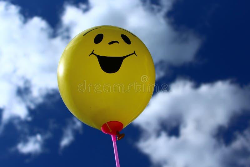 Ballon drôle devant le ciel image libre de droits