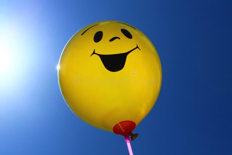 Ballon drôle devant le ciel photos libres de droits
