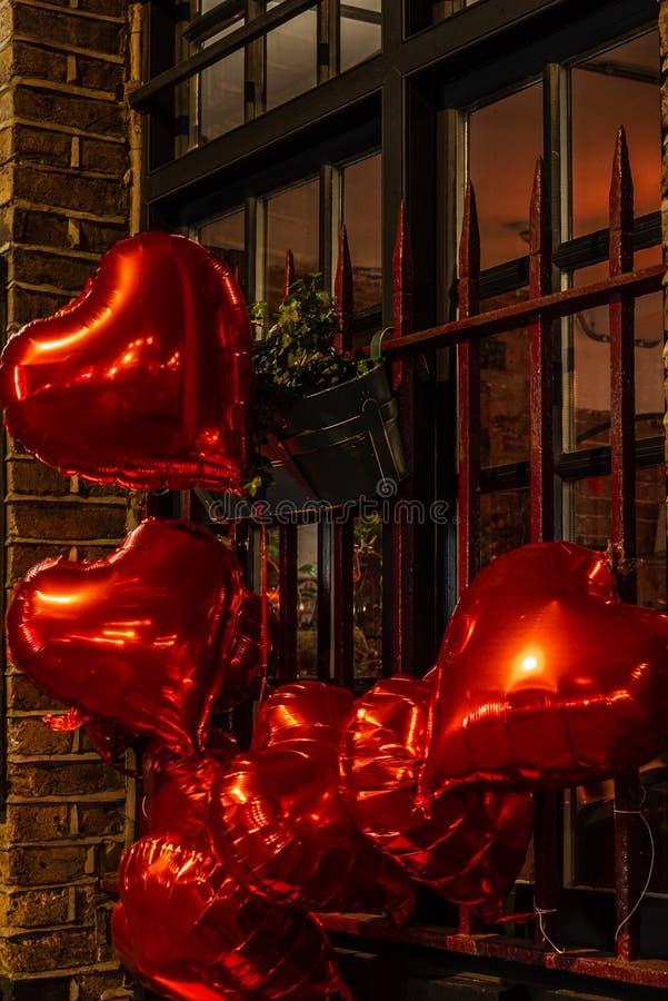 Ballon en forme de coeur pour c?l?brer la Saint-Valentin photo libre de droits