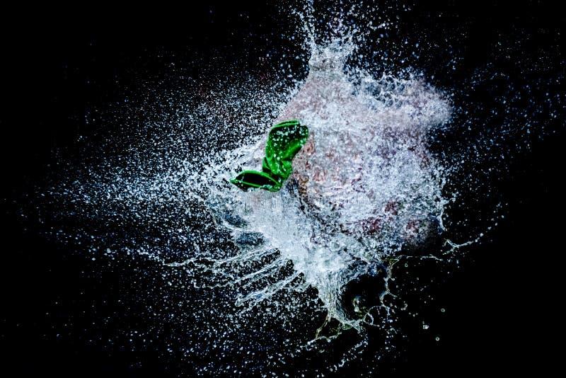 Ballon gefüllt mit Wasserexplosion stockbild