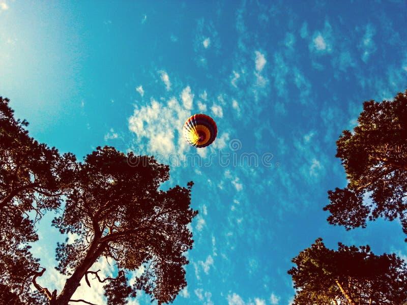 Ballon im Himmel stockfotos