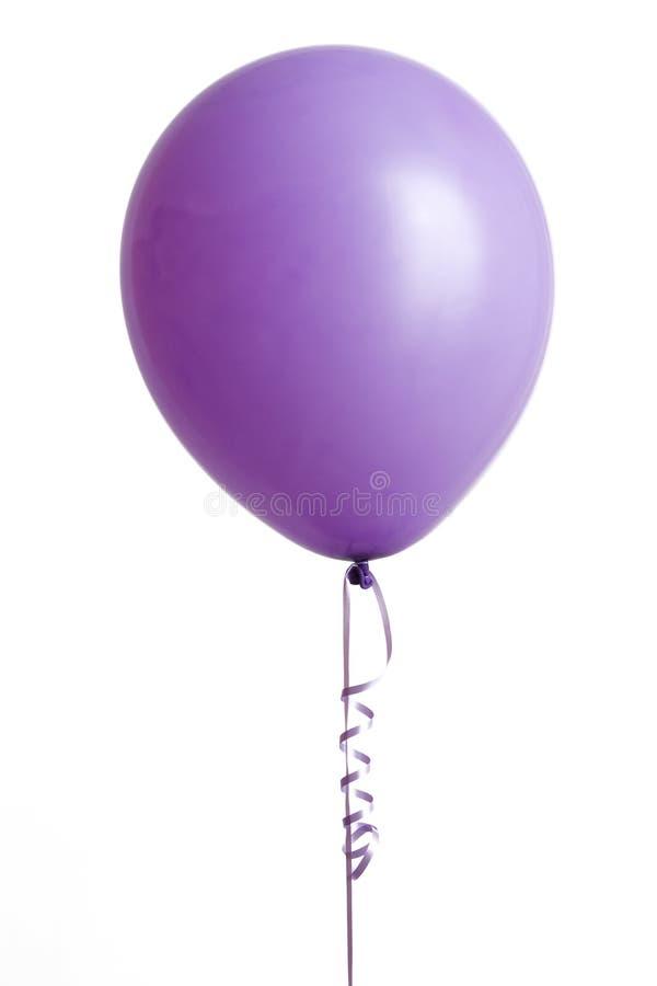 Ballon mauve-clair sur le blanc photos stock