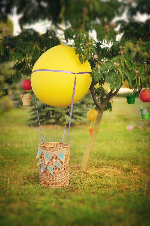 Ballon met een mand royalty-vrije stock foto