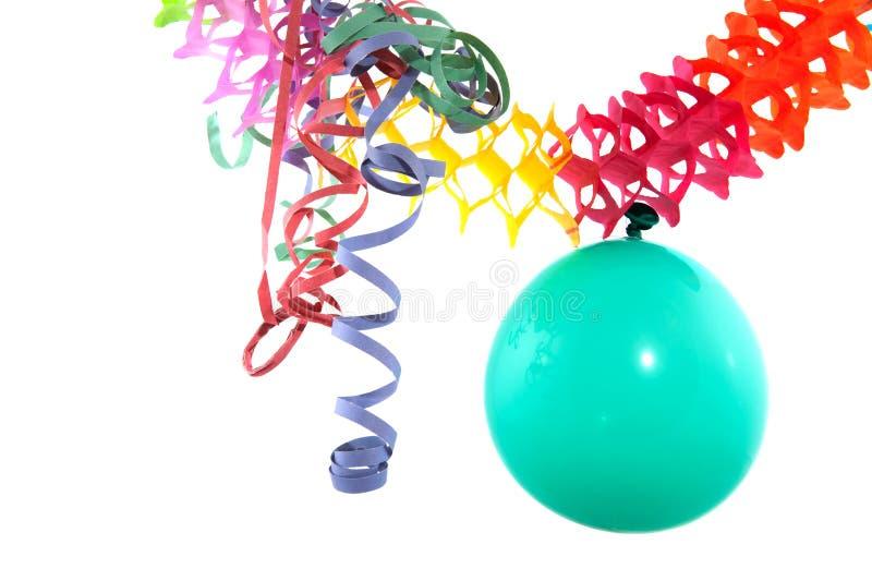 Ballon mit Partyausläufern lizenzfreie stockfotos
