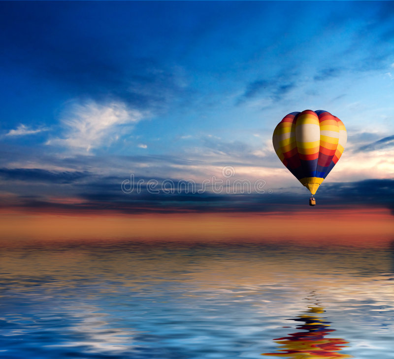 Ballon no por do sol foto de stock royalty free