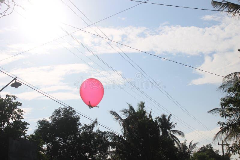 Ballon op de blauwe hemel stock fotografie
