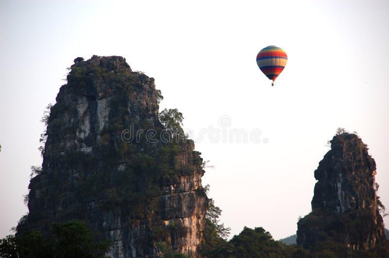 Ballon over Karst stock fotografie