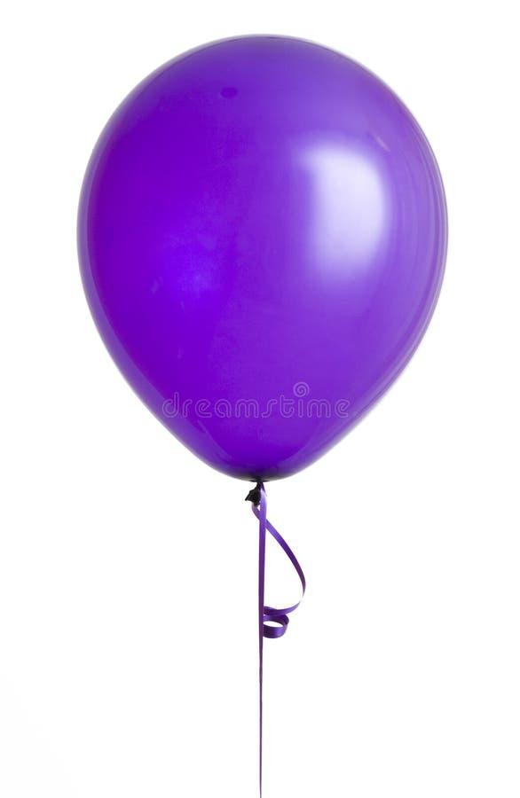 Ballon pourpré sur le blanc photo stock