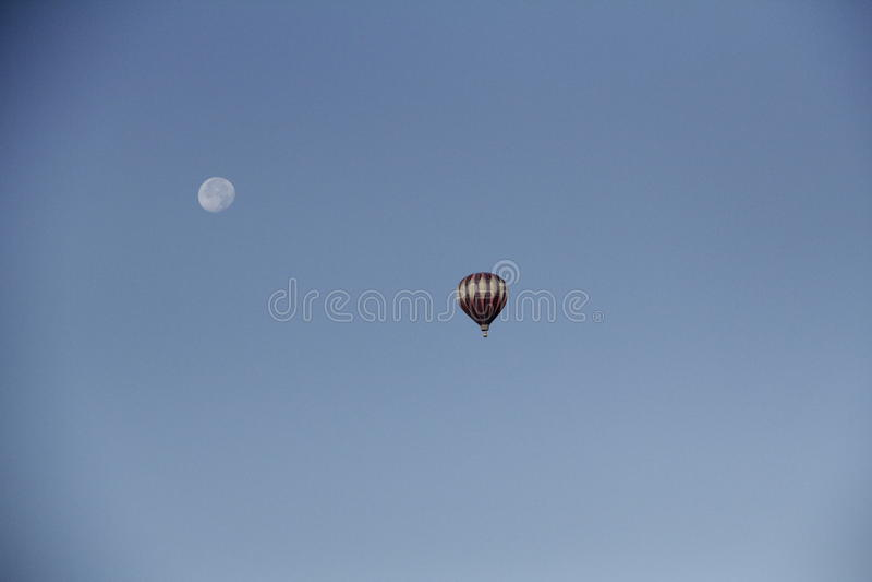 Ballon und Mond lizenzfreies stockfoto