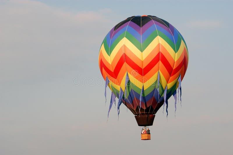 Download Ballon V van de hete Lucht stock afbeelding. Afbeelding bestaande uit flying - 27785