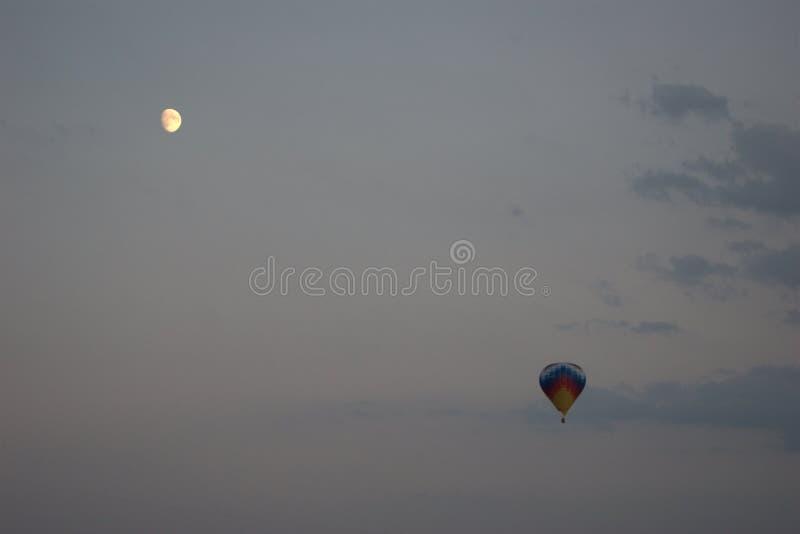 Ballon zum Mond stockbild