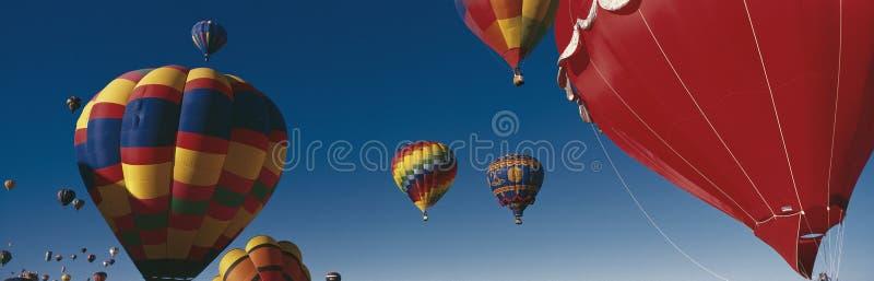 Ballone, die in Albuquerque-Ballon-Festival fliegen lizenzfreies stockbild