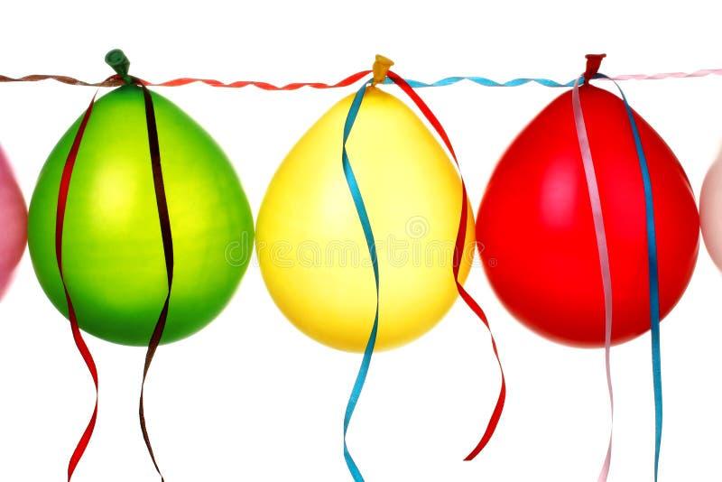 Ballone mit Farbbändern stockbilder