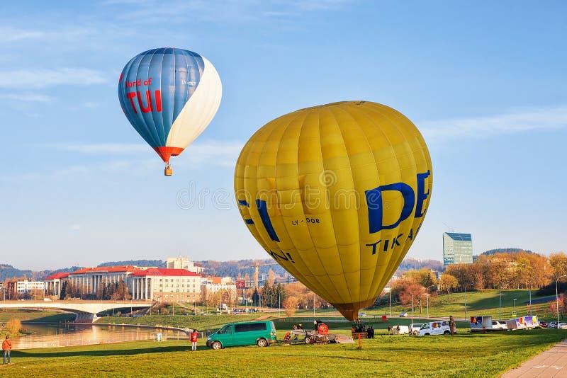 Ballong för folkvredesutbrottluft i Vilnius arkivbilder