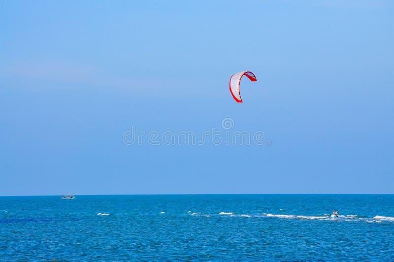 Ballong för varm luft, nautisk skyttel, segelbåt, segling, sport arkivbild