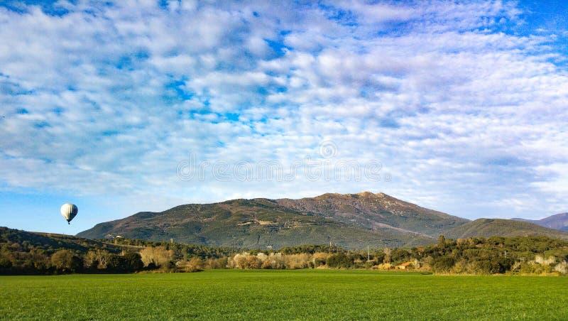 Ballong nära det Montseny berget fotografering för bildbyråer