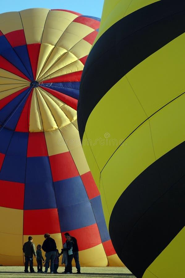 Ballongen samlar royaltyfri bild