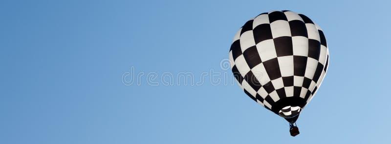 Ballonger för varm luft på solig dag arkivfoto