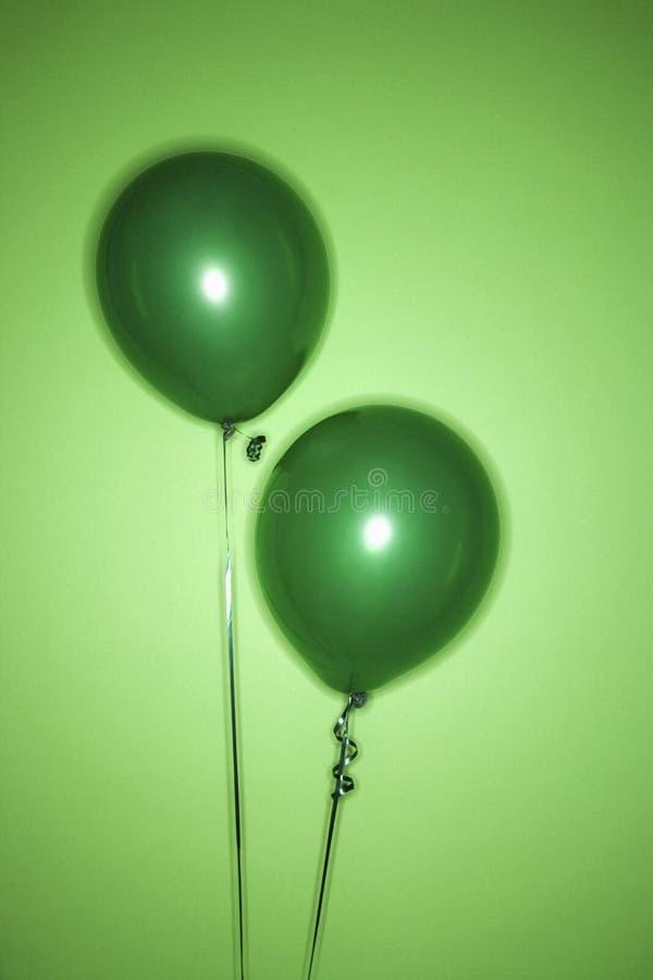 ballonger green två arkivbild