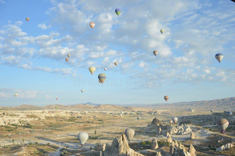 Ballonger i morgonen arkivbilder