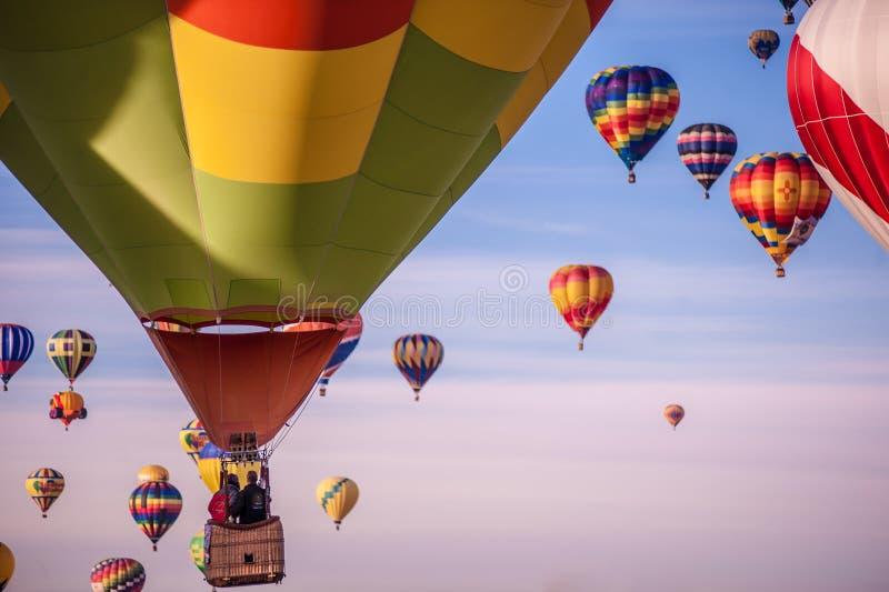 Ballonger på en ballongfestival arkivbilder