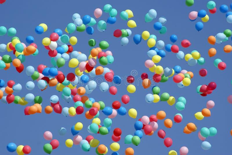 Download Ballonger som flyger skyen arkivfoto. Bild av baltimore - 19787642