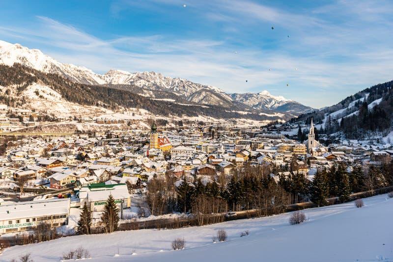 Ballongerna och dekorkade bergen över Schladming, Styria, Österrike, Europa royaltyfri bild