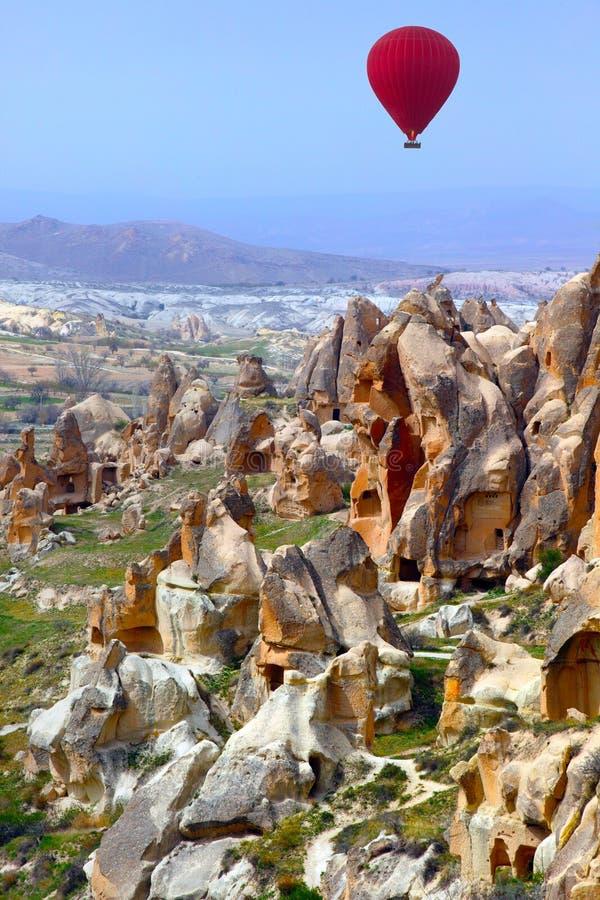 Ballongflyg för varm luft över Cappadocia Turkiet royaltyfria foton