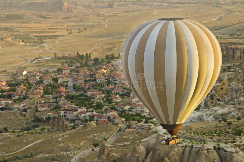 Ballongresning i morgonljus arkivfoton
