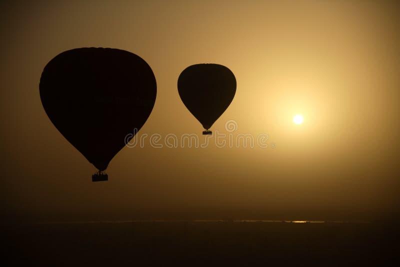 Ballons à air chauds à la hauteur d'oeil photo stock