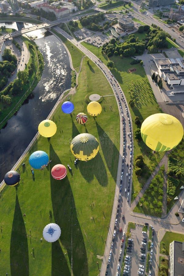 Ballons à air chauds à Vilnius images stock
